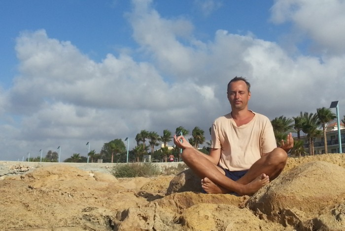 How to meditate with a straight back